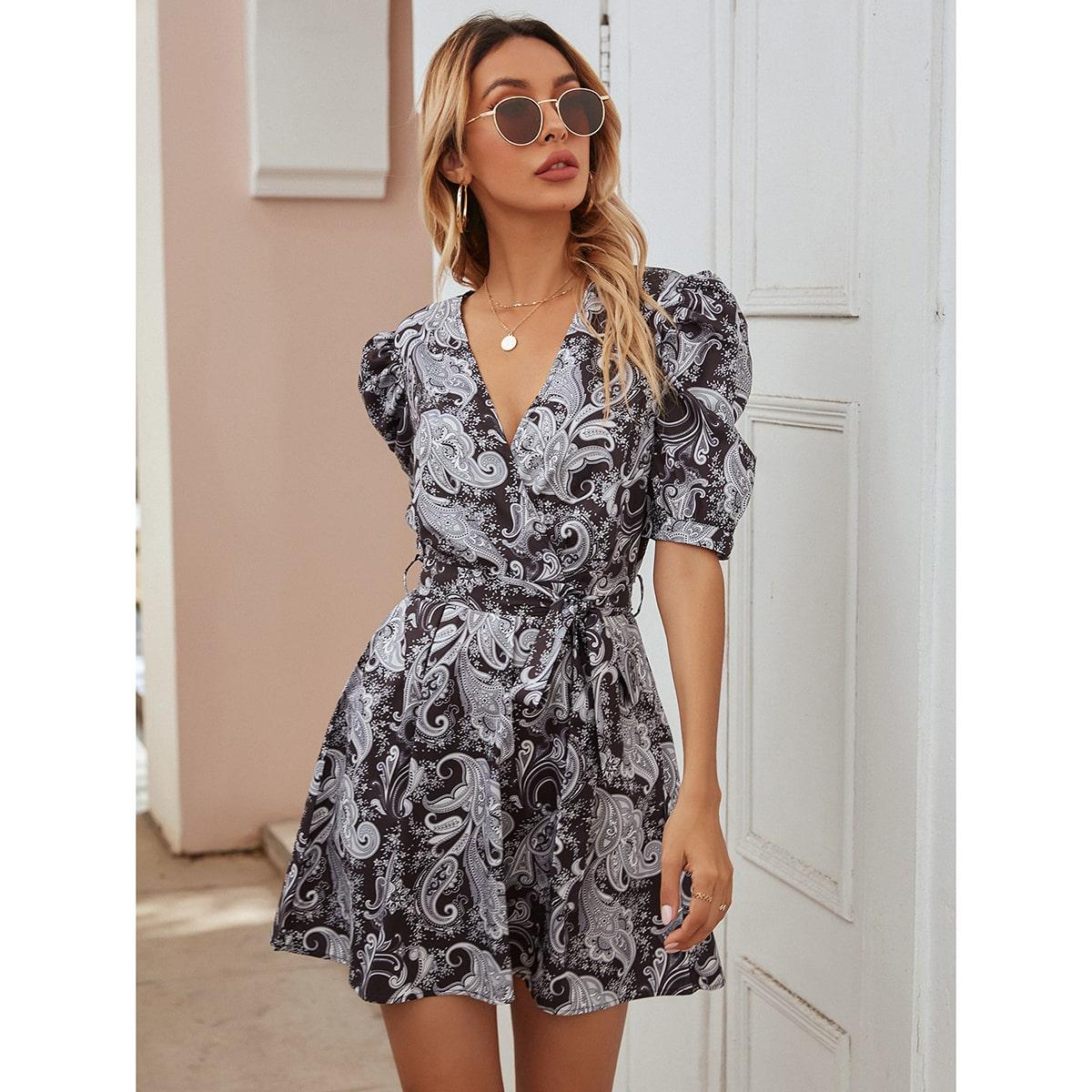 Платье с пышным рукавом, поясом и v-образным воротником