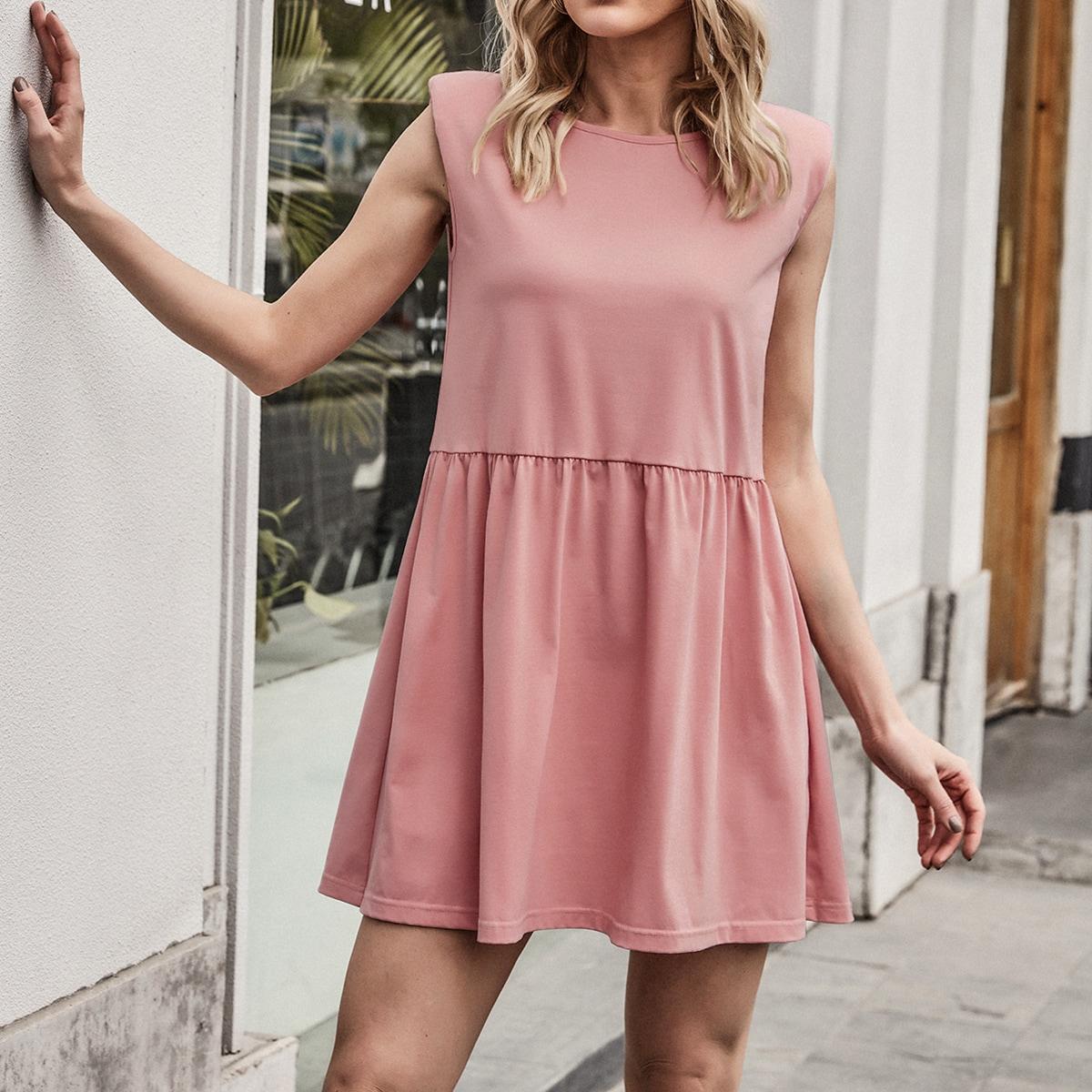 Платье с подплечниками