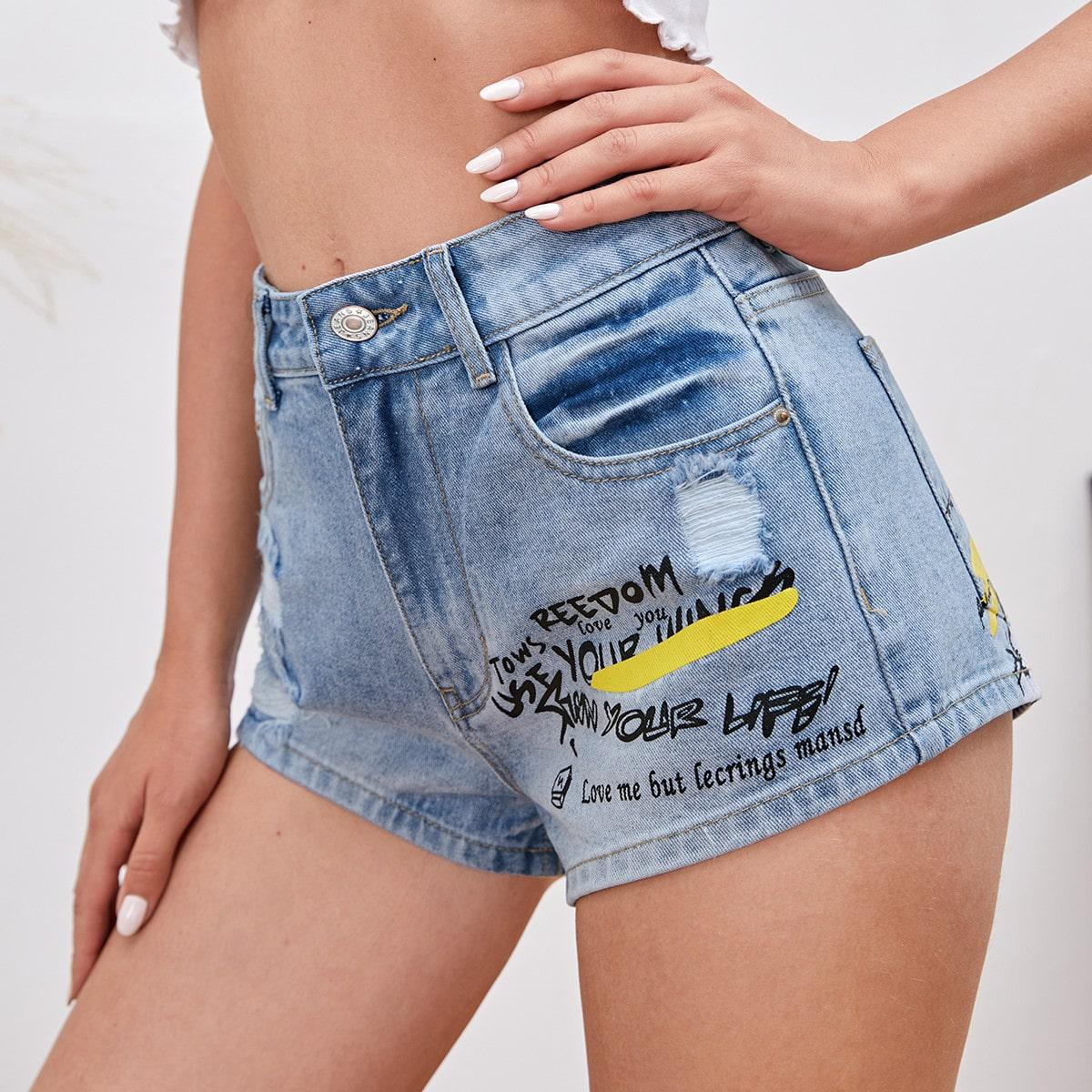 Рваные джинсовые шорты на молнии с текстовым принтом