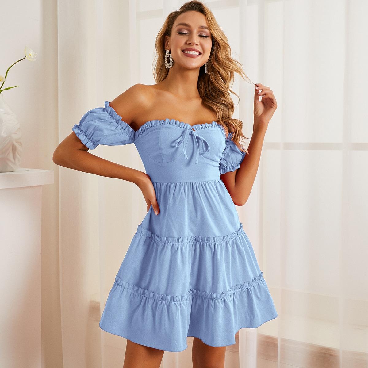 Платье с узлом и открытыми плечами