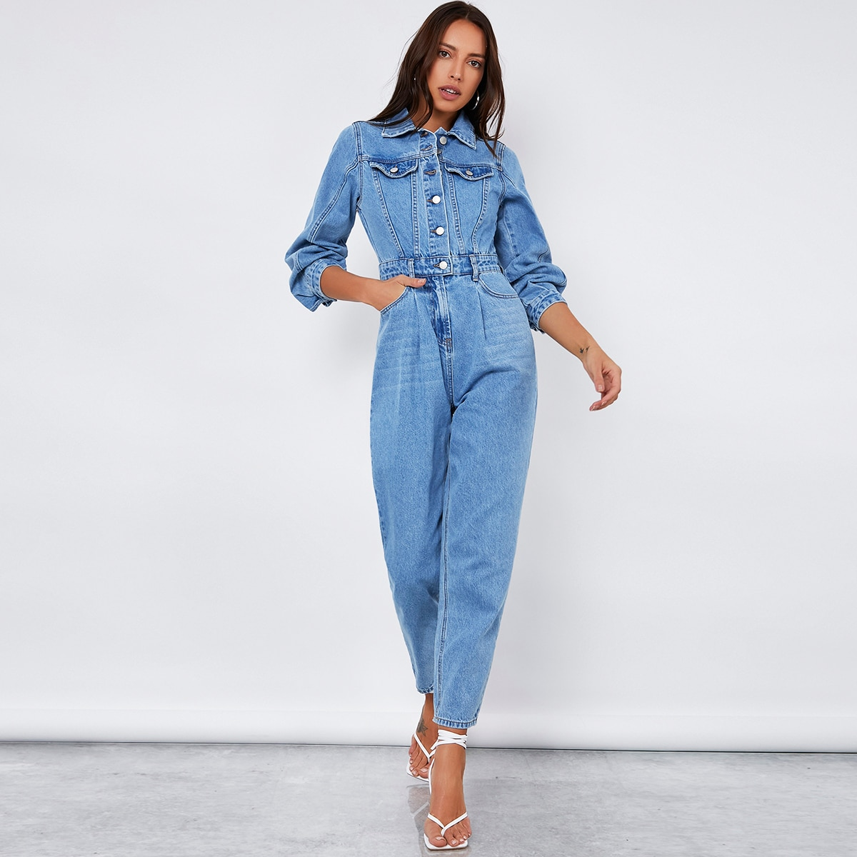 джинсовый комбинезон с эффектом потертости