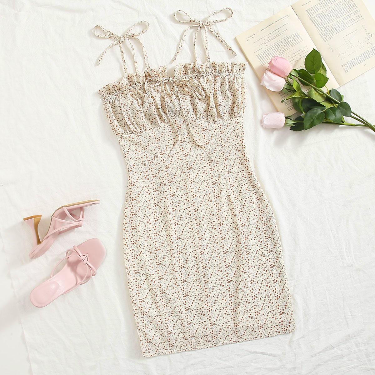 Платье со сборками и цветочным принтом