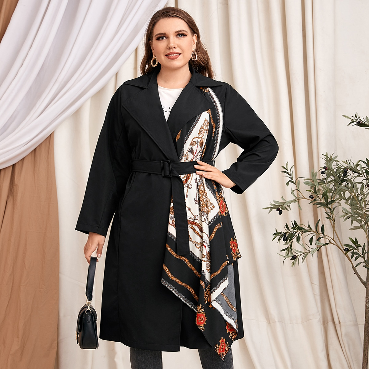 Пальто размера плюс с поясом и принтом барокко