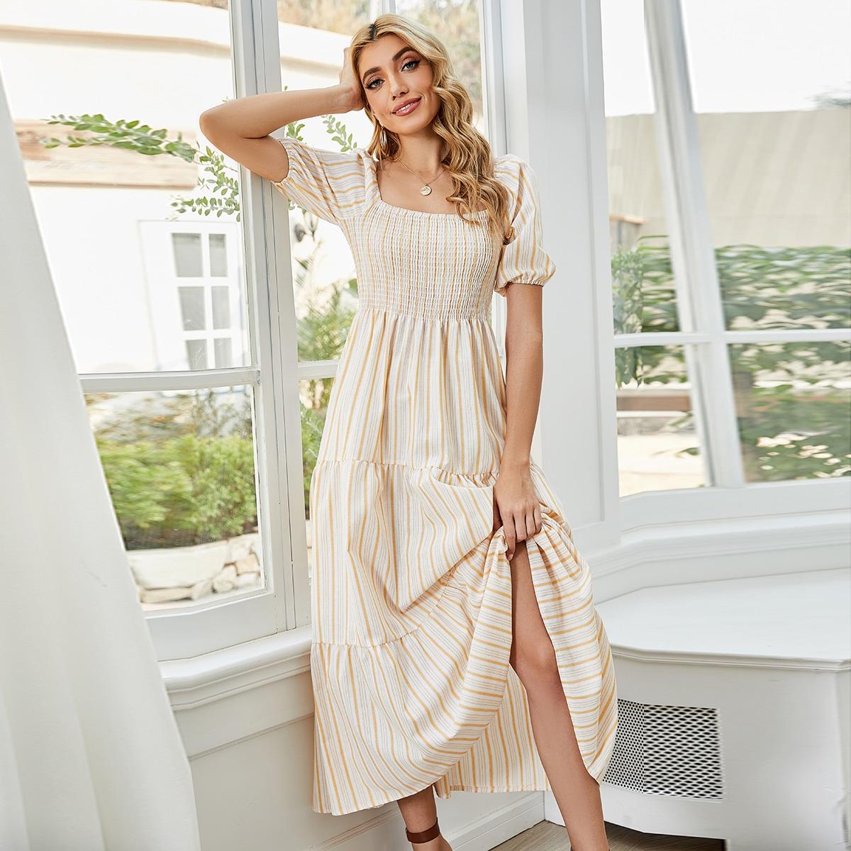 Платье в полоску с пышными рукавами