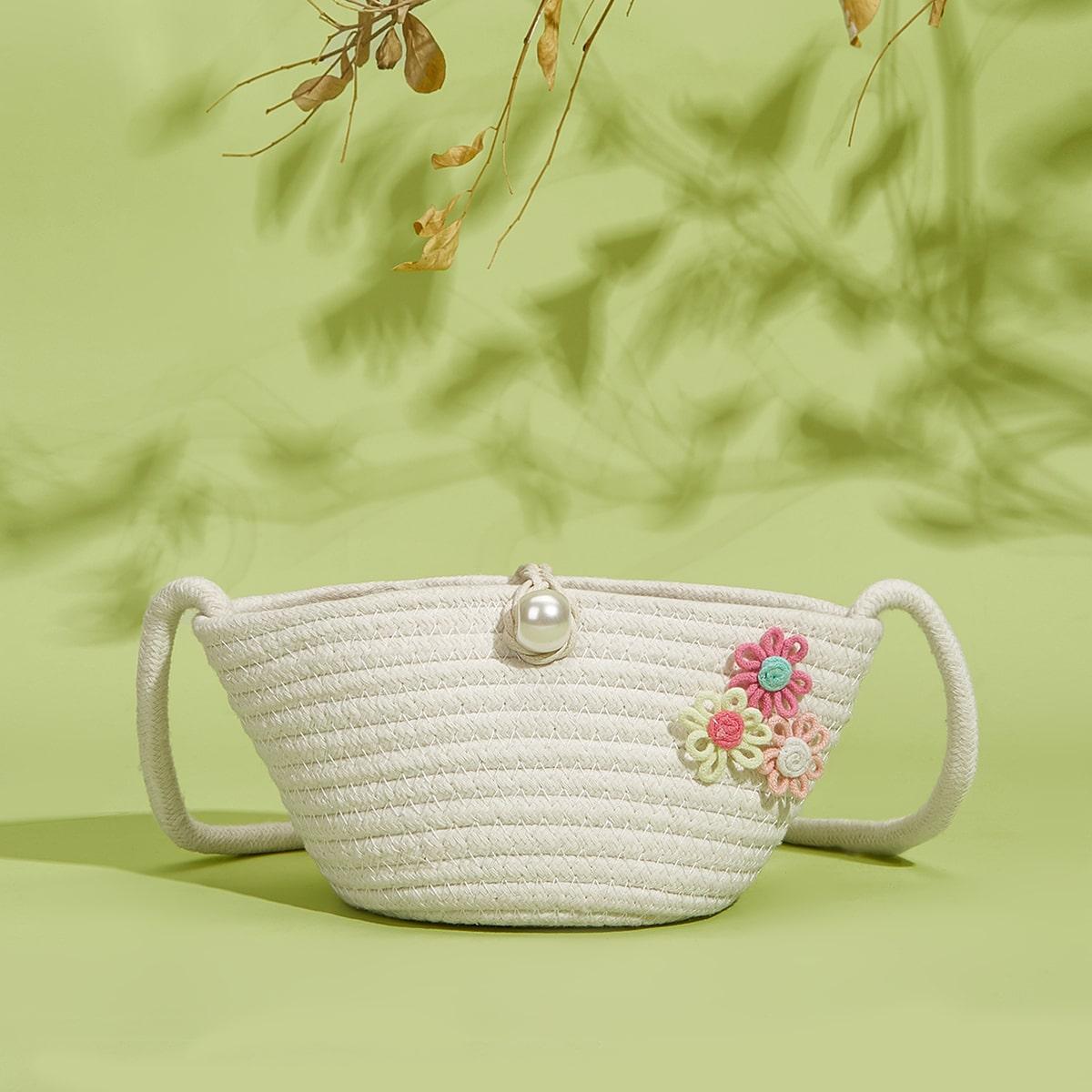 Соломенная сумка с цветочной аппликацией