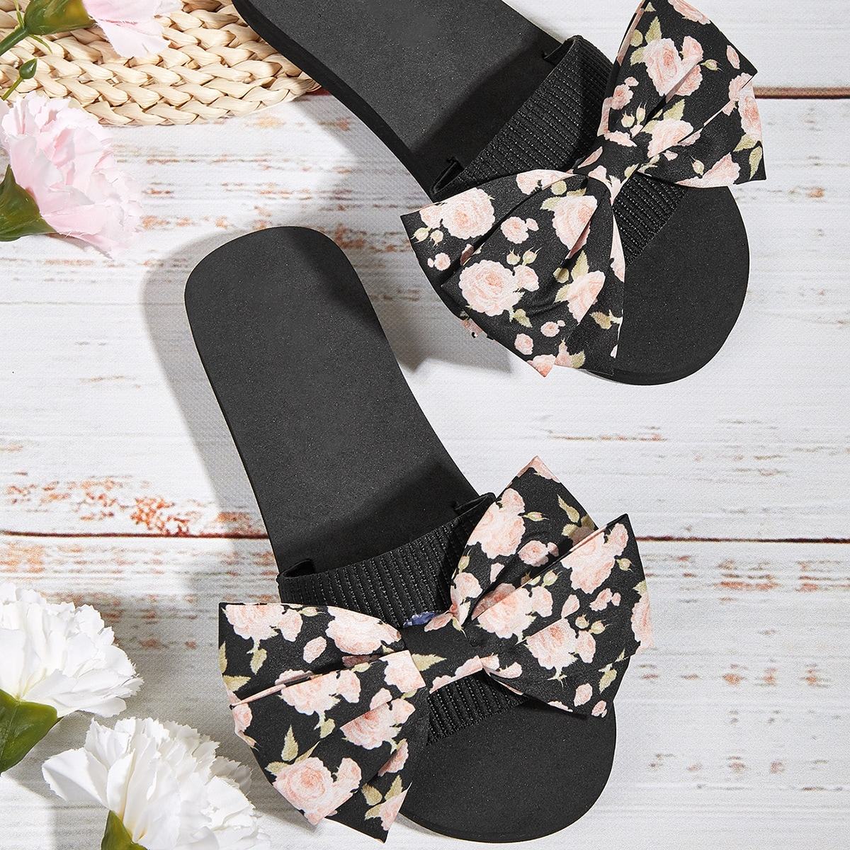 SHEIN Floral Bow Decor dia's