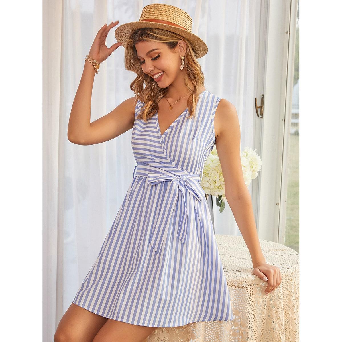 Платье в полоску с поясом и v-образным воротником