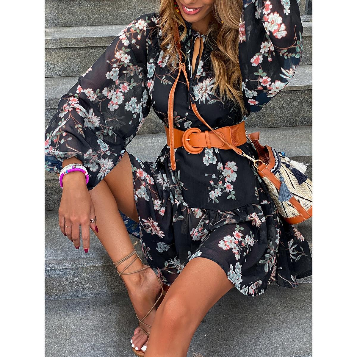 Платье с воротником-бантом и цветочным принтом без пояса