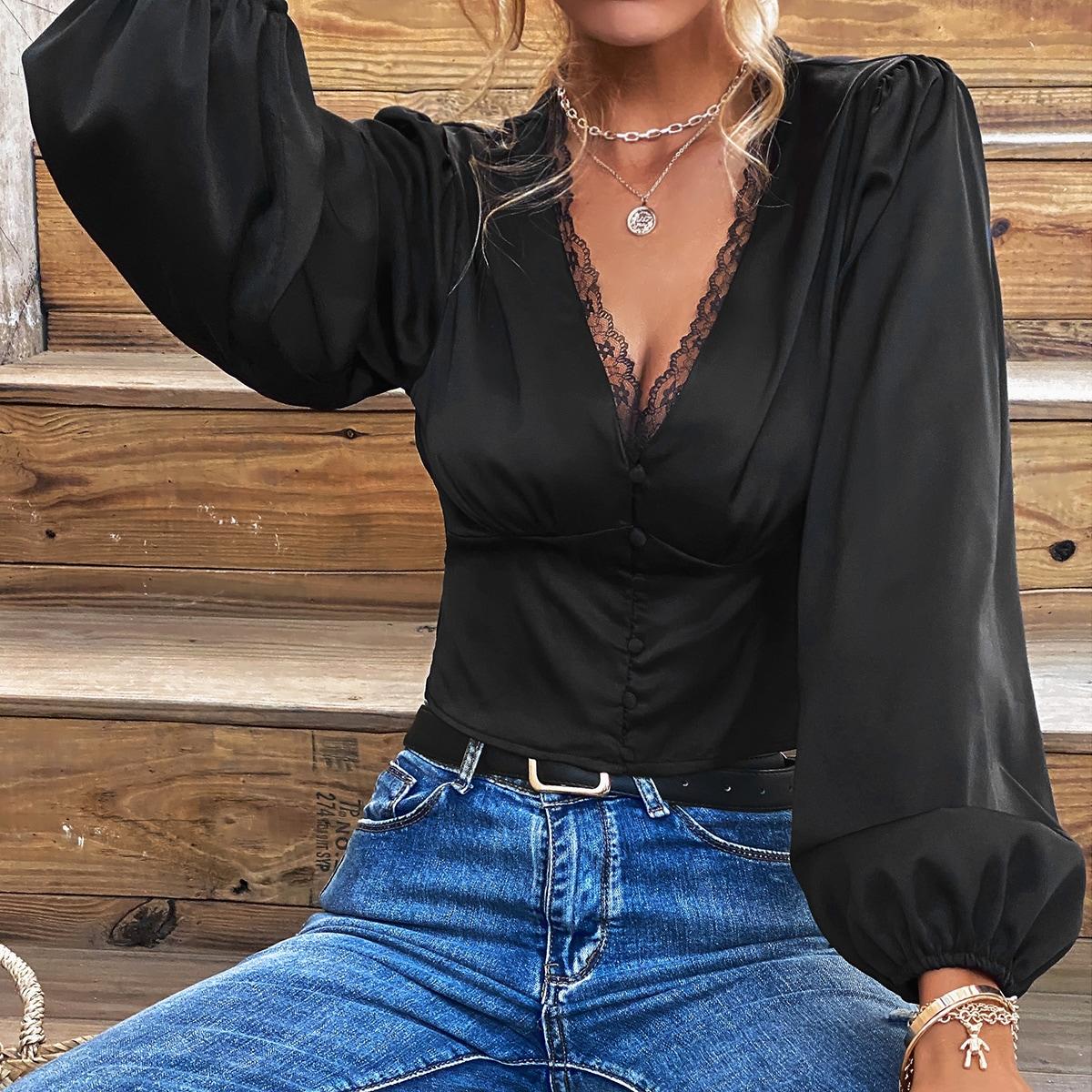 Кроп блузка с открытой спиной и кружевной отделкой