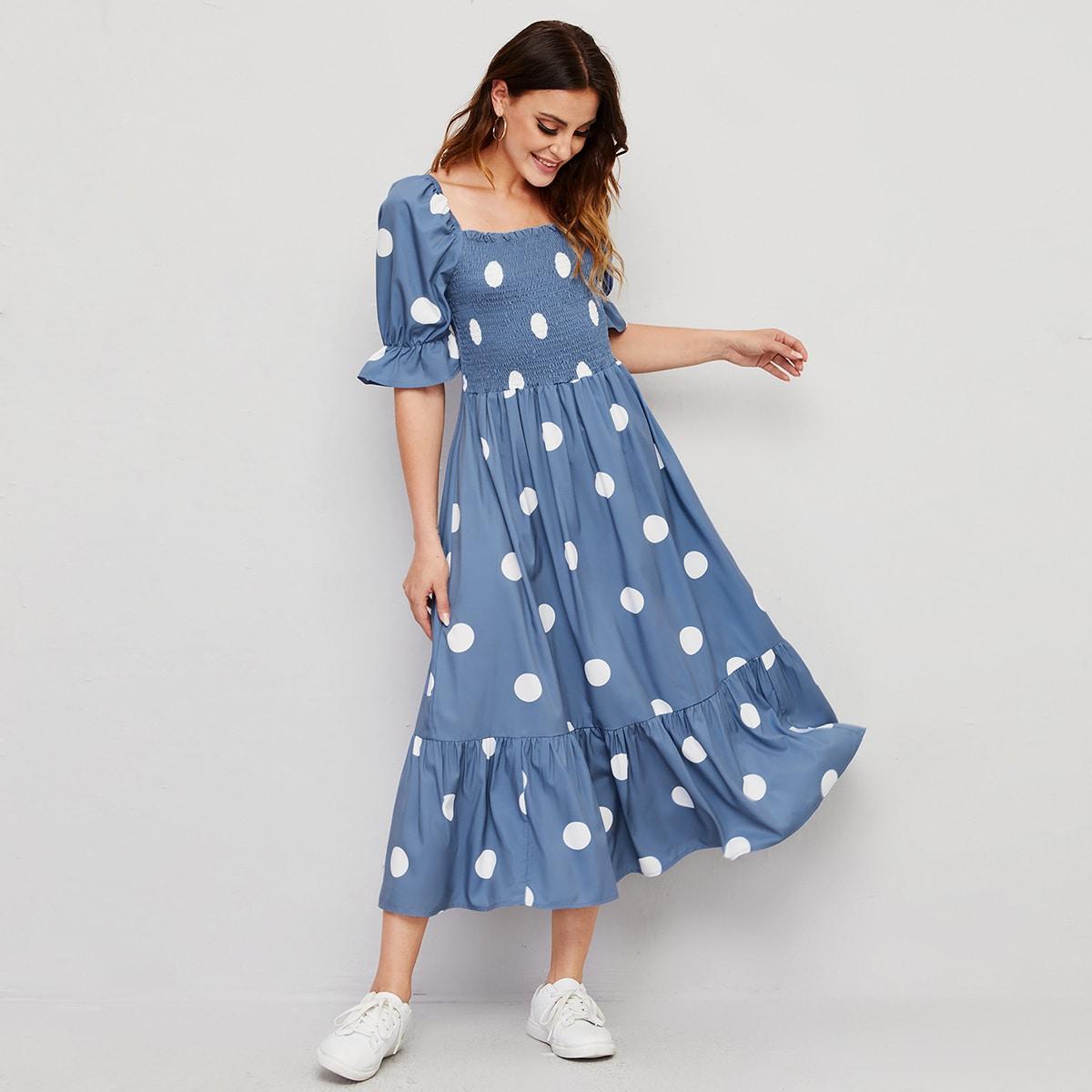 Платье в горошек с узлом сзади