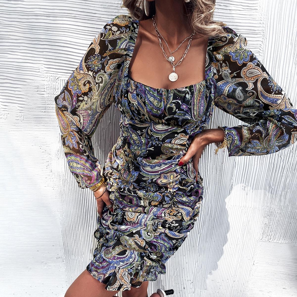Платье со сборкой и принтом пейсли
