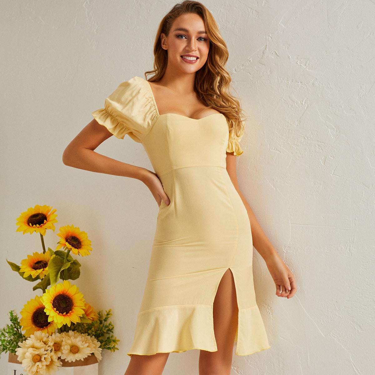 Платье с пышными рукавами и разрезом