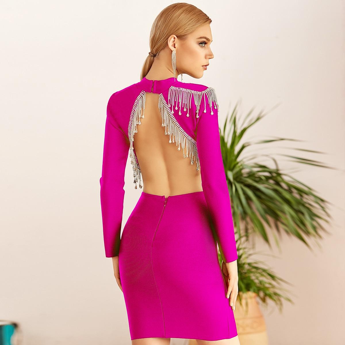 Облегающее платье с открытой спиной и бахромой