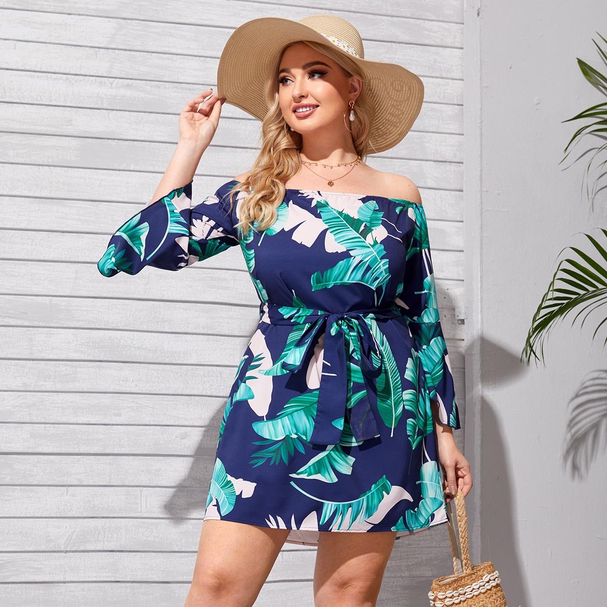 Платье размера плюс с открытыми плечами, поясом и тропическим принтом