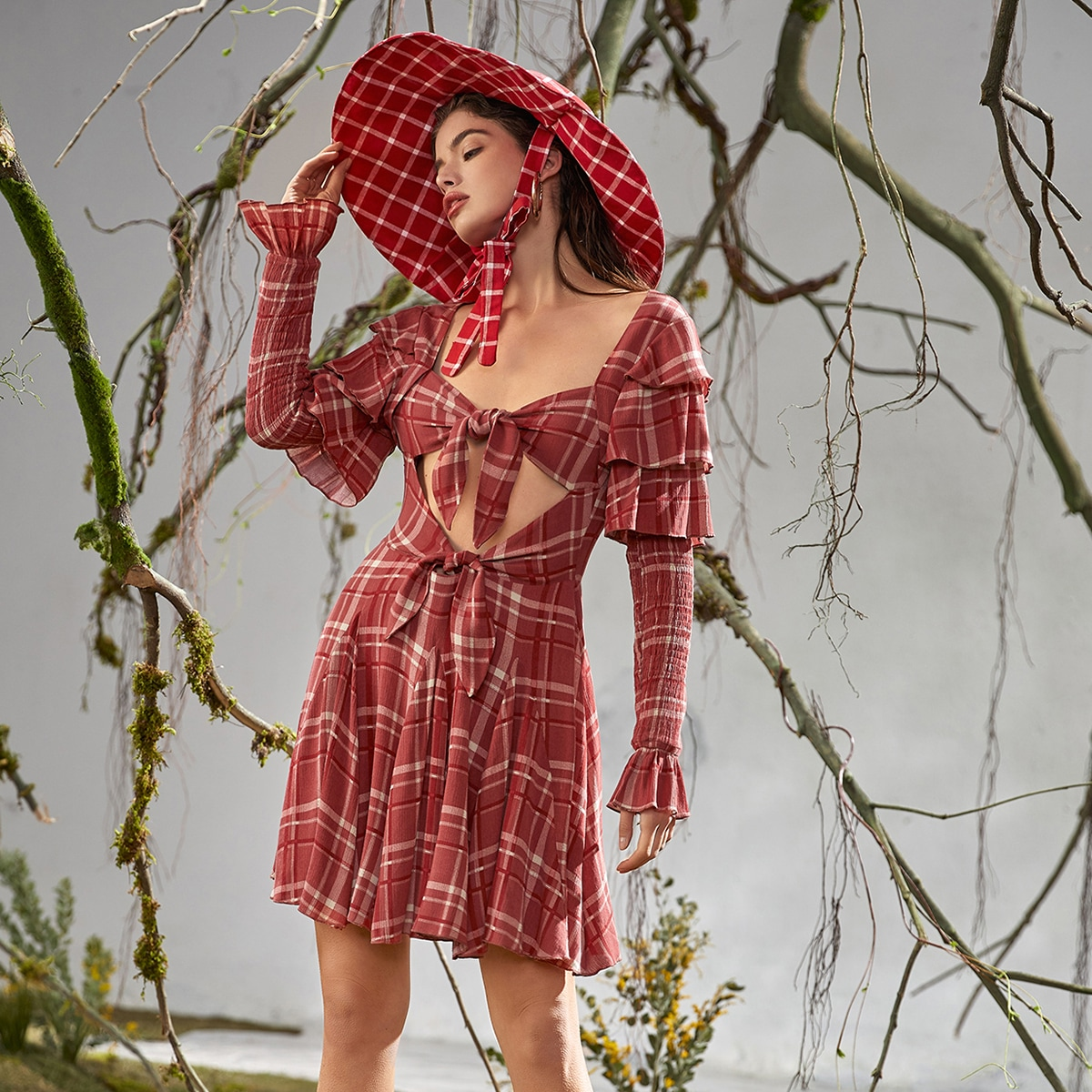 Платье в клетку с многослойными рукавами