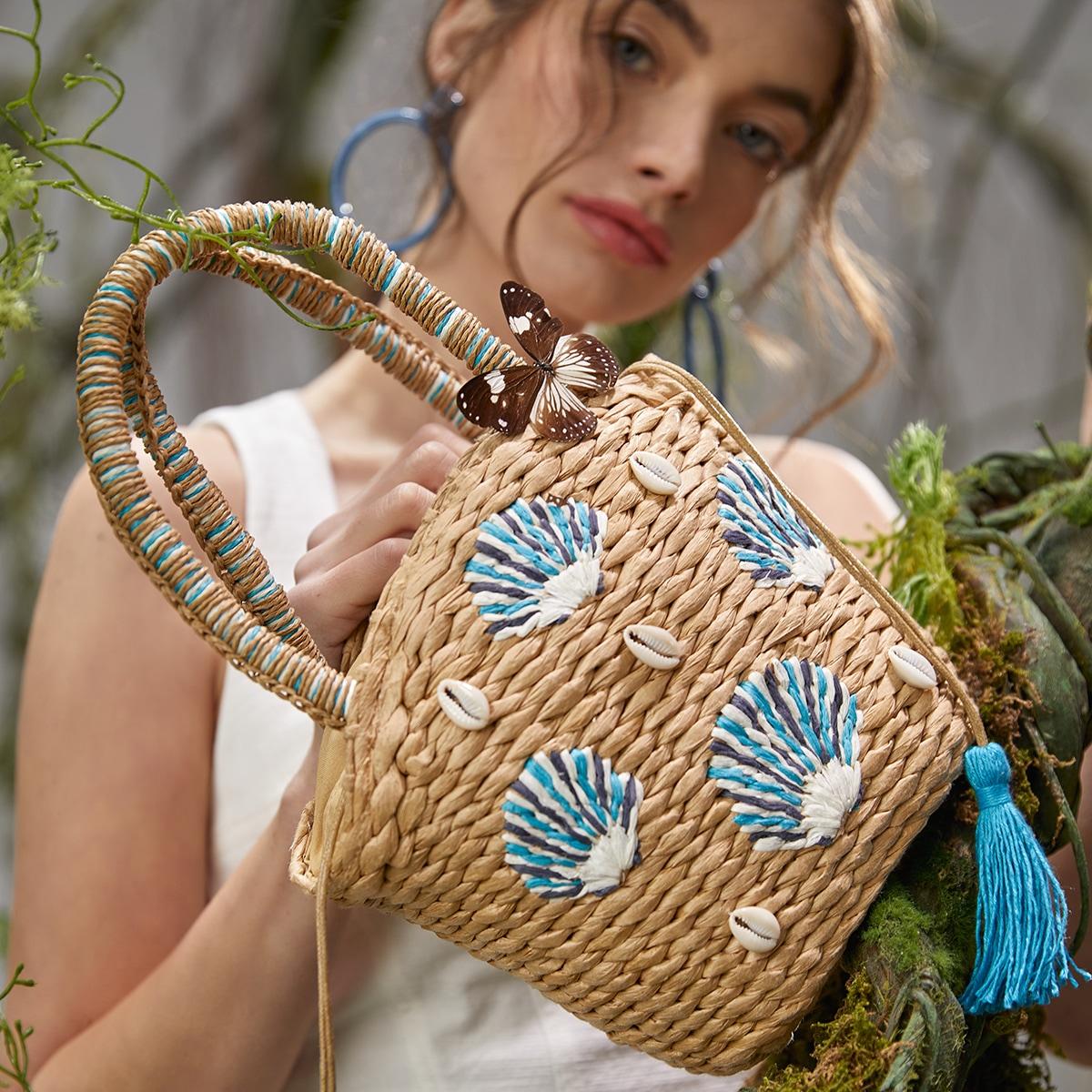 Соломенная сумка с ракушкой и бахромой
