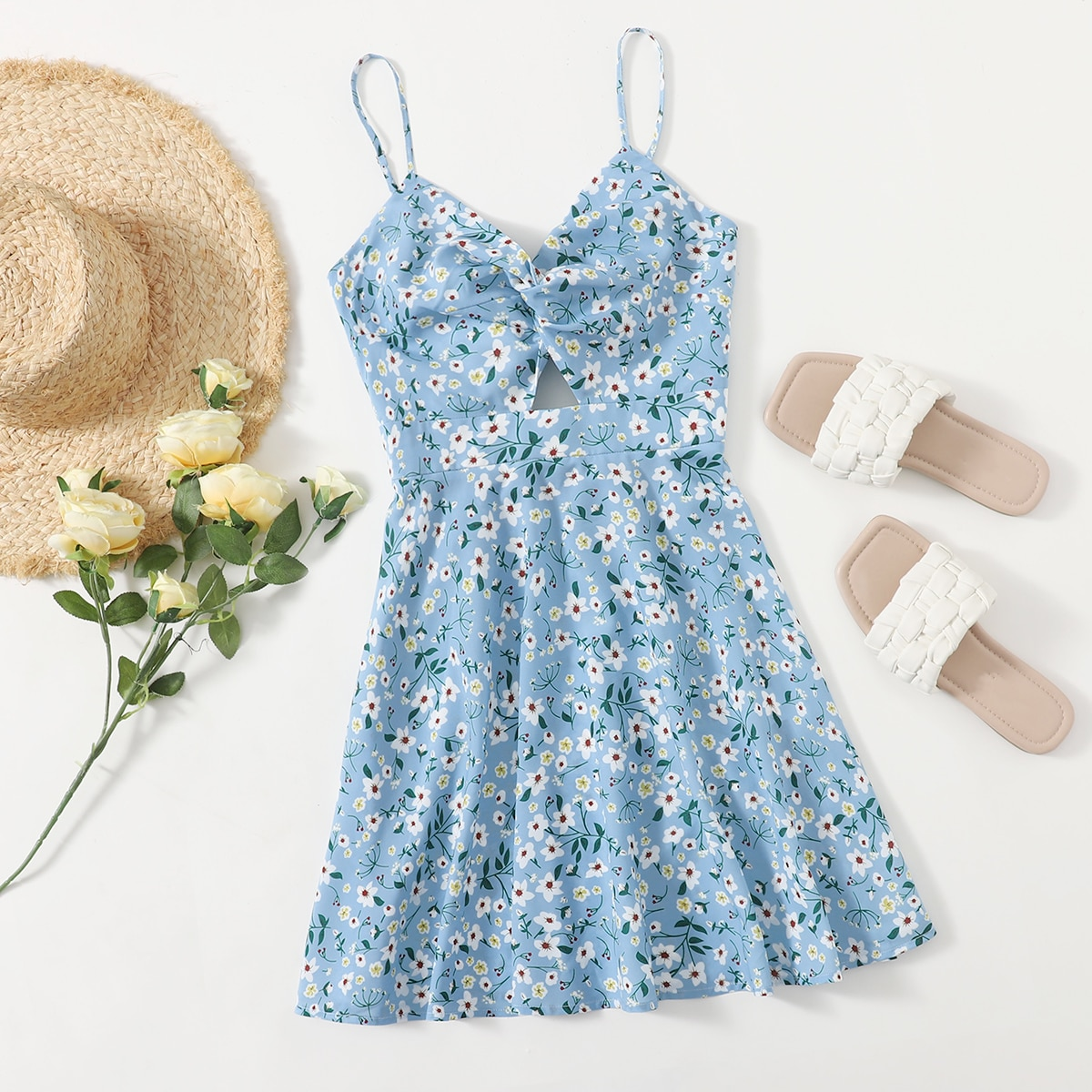 Платье на бретельках с цветочным принтом и драпировкой