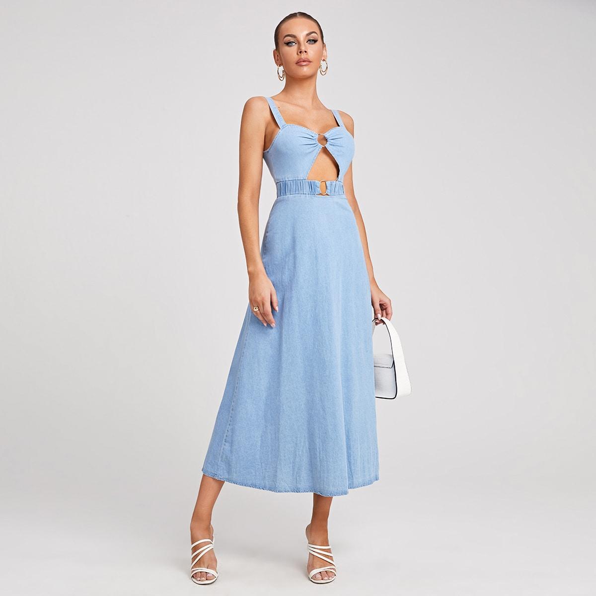 Джинсовое платье на бретельках с разрезом по цене 1 568