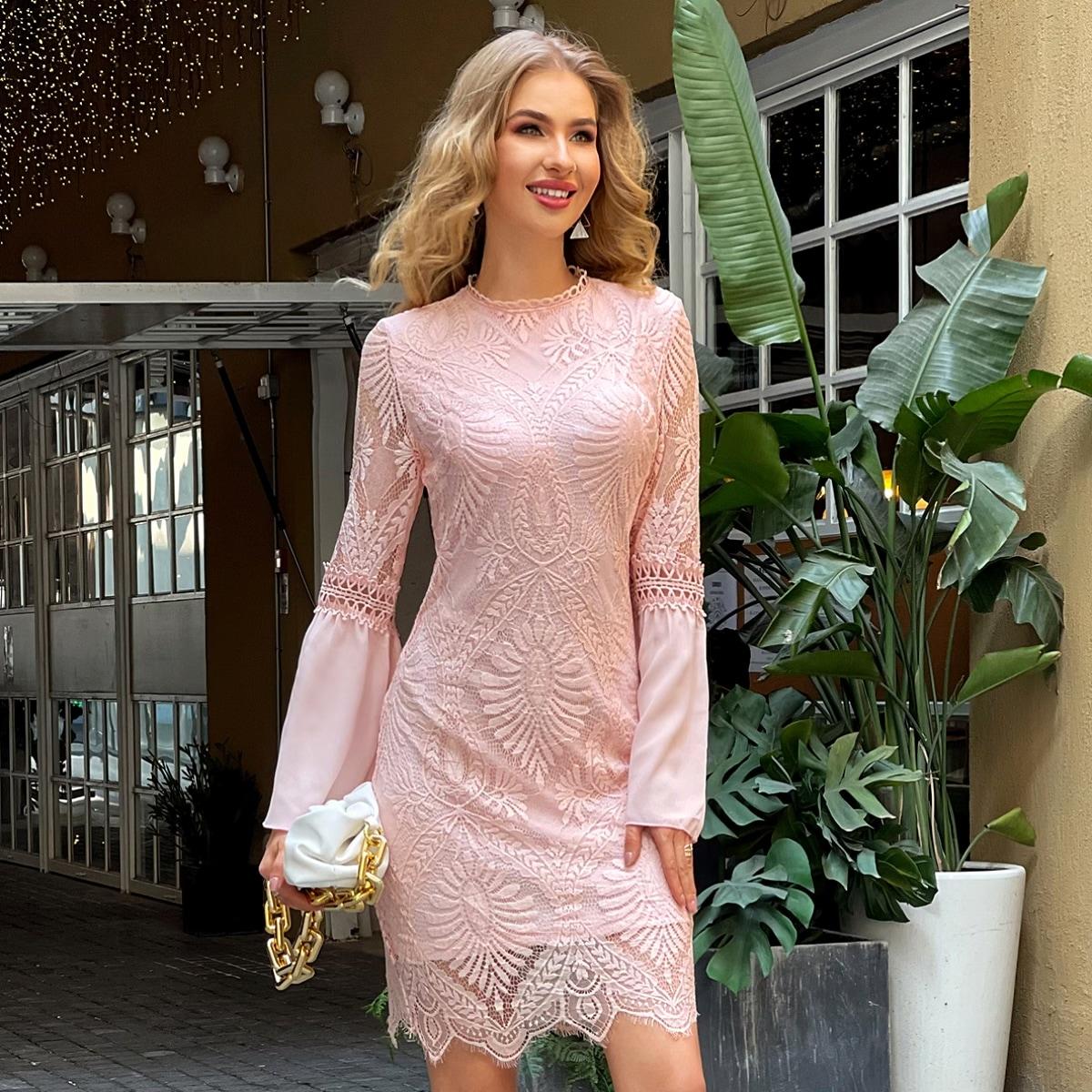 Кружевное платье с фестончатым краем