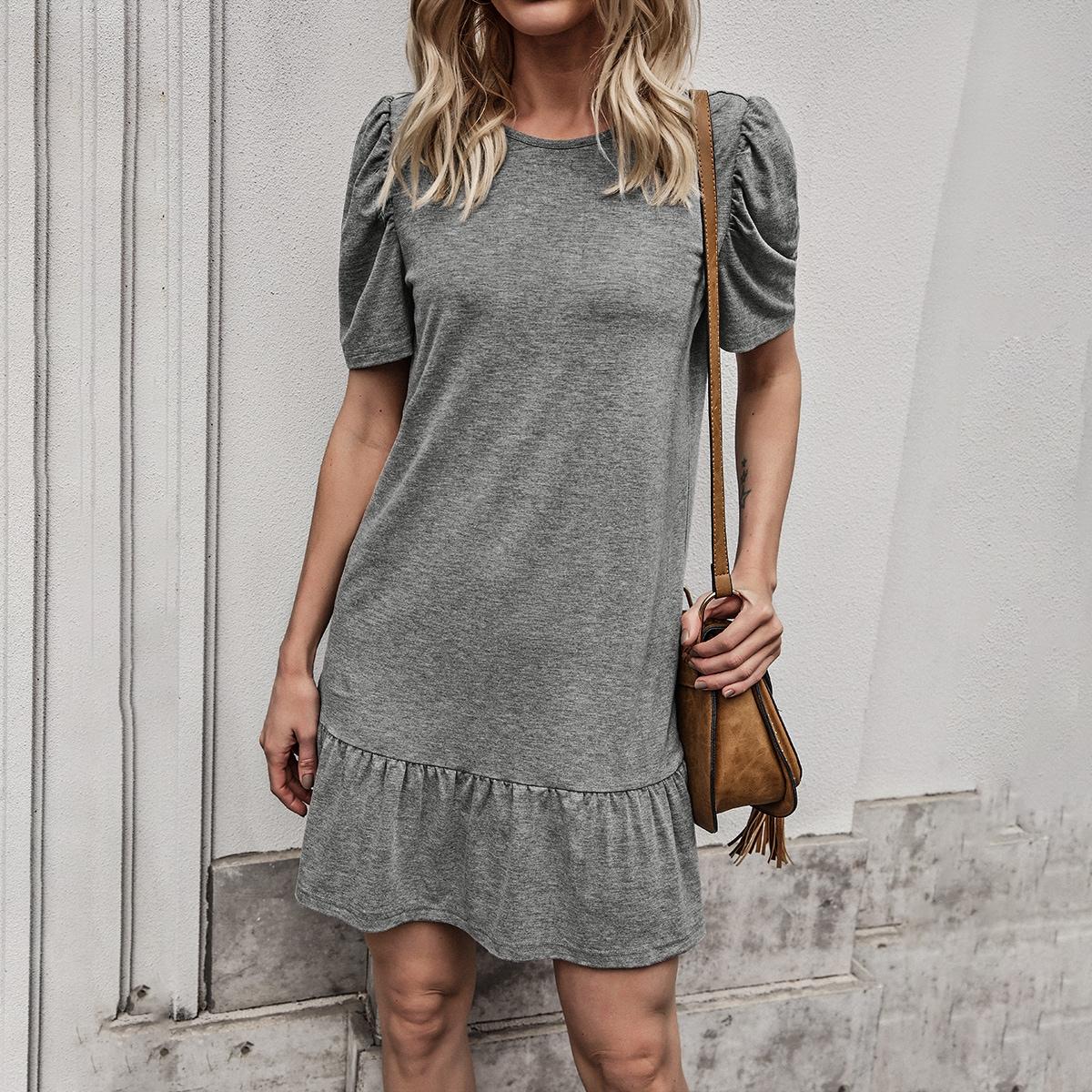 Оригинальное платье с пышным рукавом