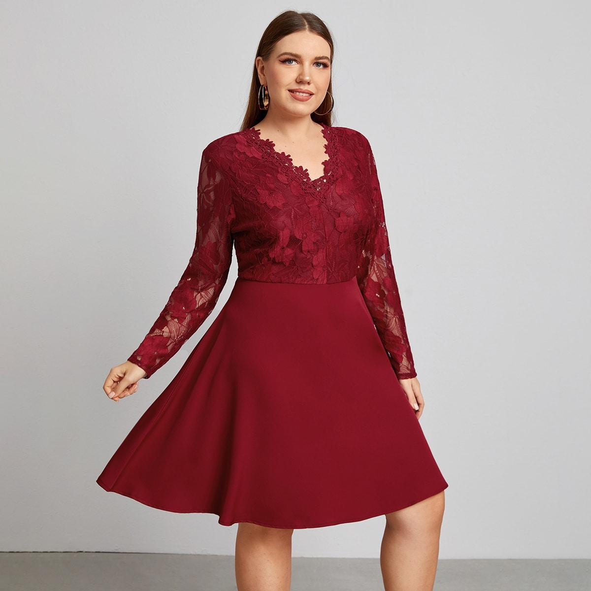 Платье размера плюс с v-образным воротником и кружевом