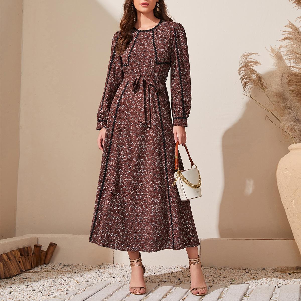 Платье с пышным рукавом и цветочным принтом