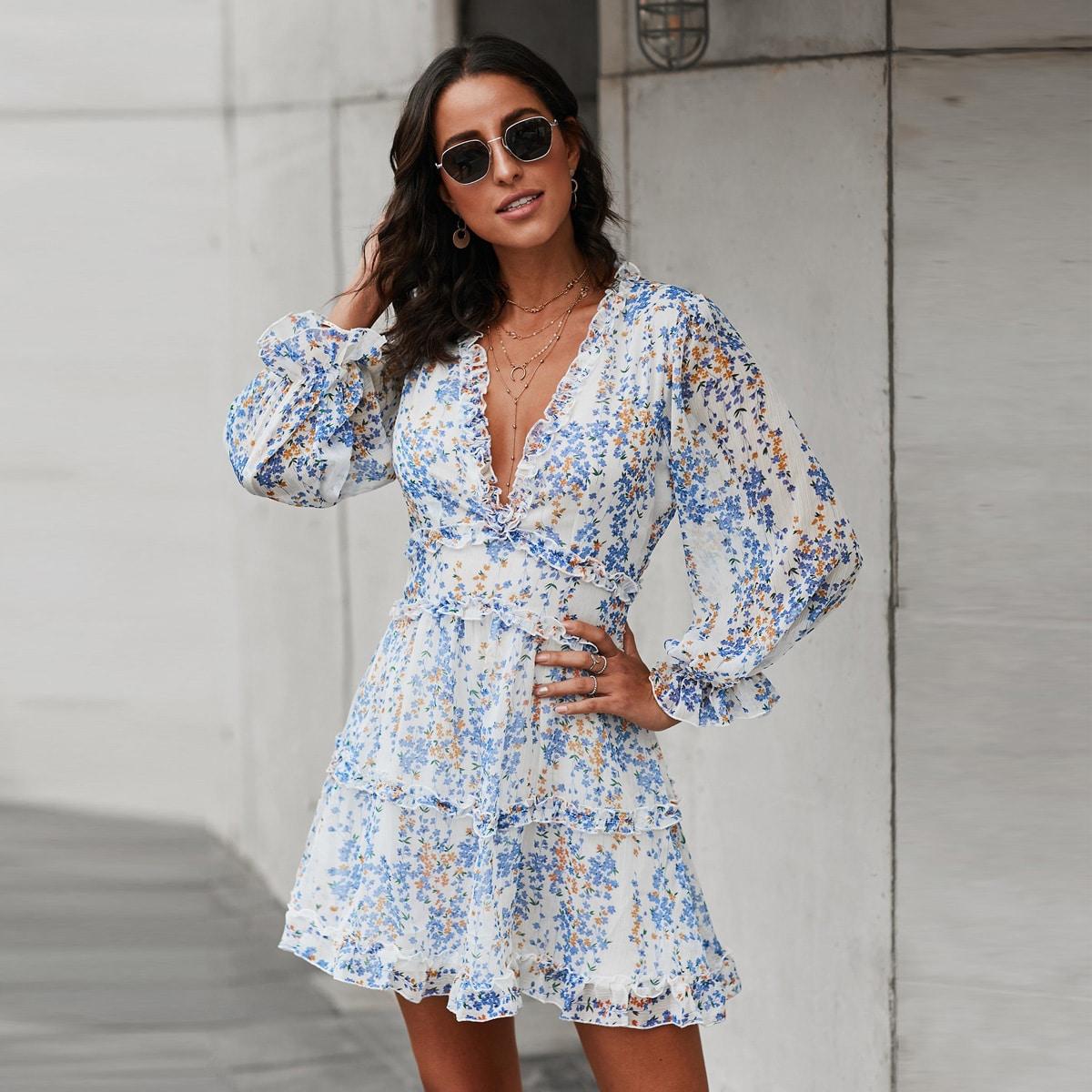 Цветочное платье с открытой спиной и складкой
