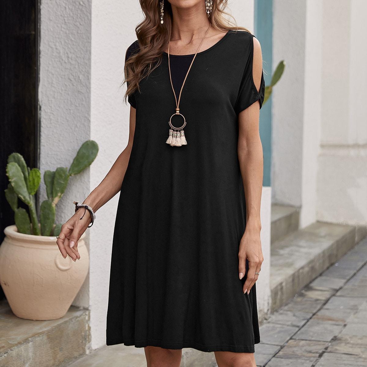 Платье с открытыми плечами по цене 920