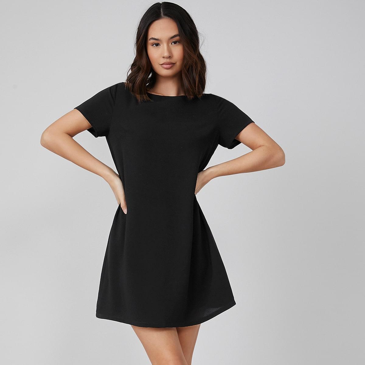 Однотонное платье с круглым воротником