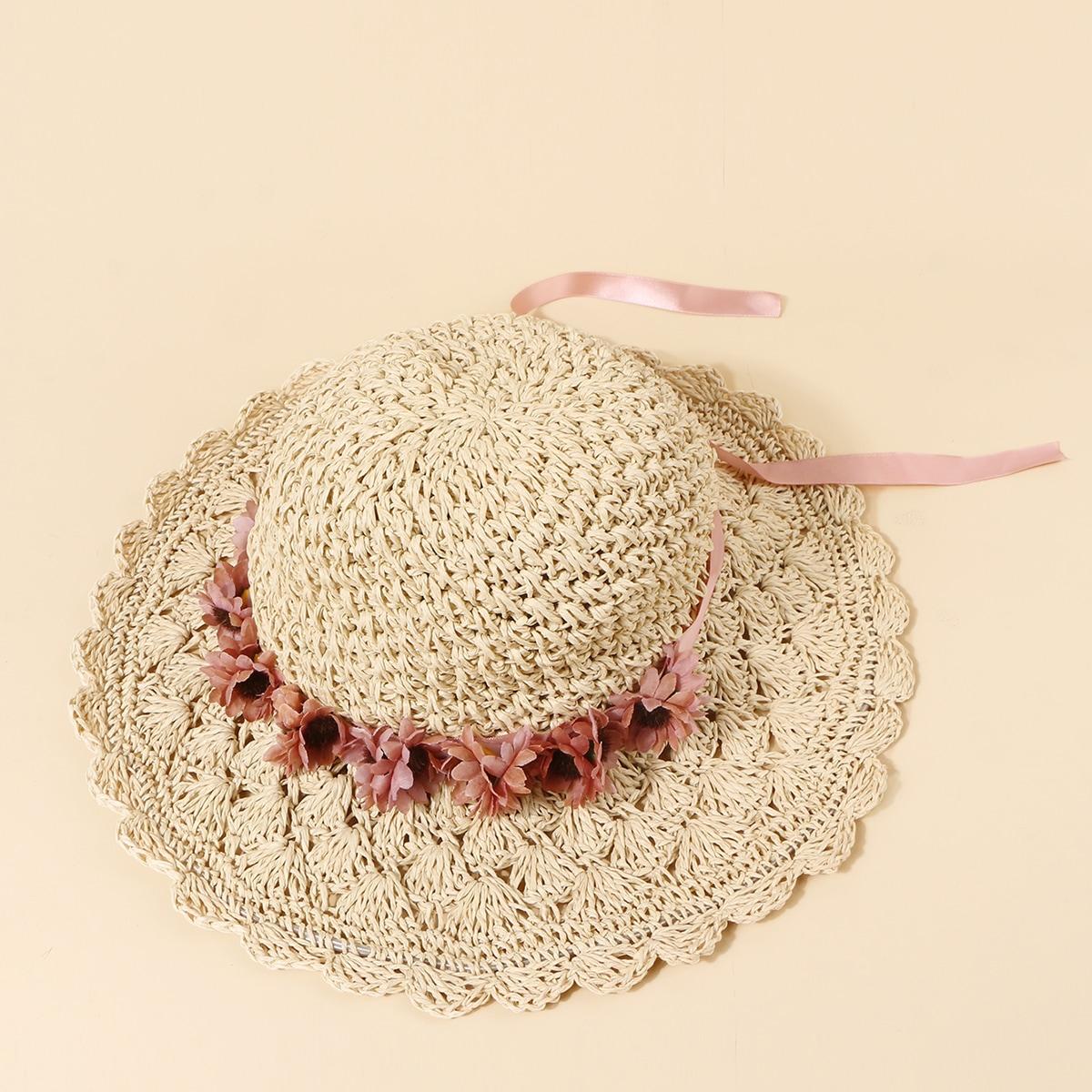 Соломенная шляпа с цветочным декором