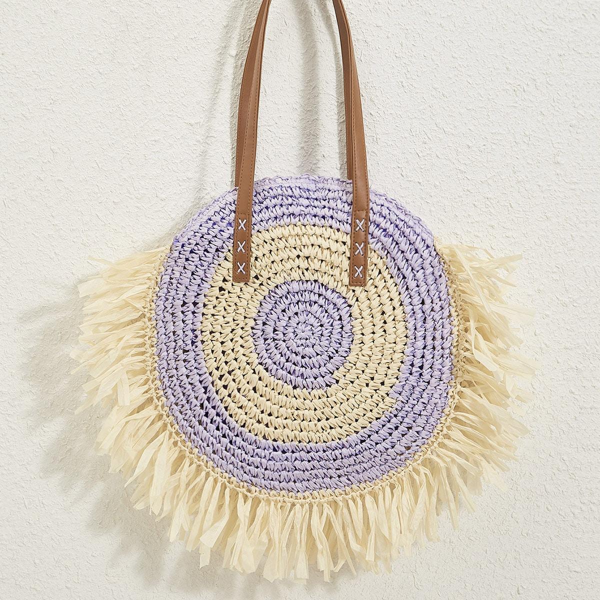 Контрастная соломенная сумка с бахромой