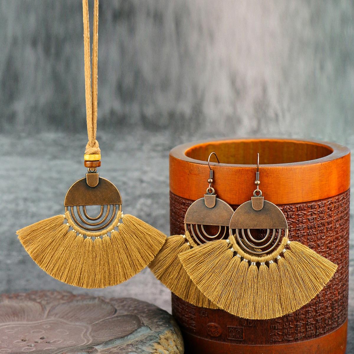 Halskette & Ohrringe mit Quasten Anhänger