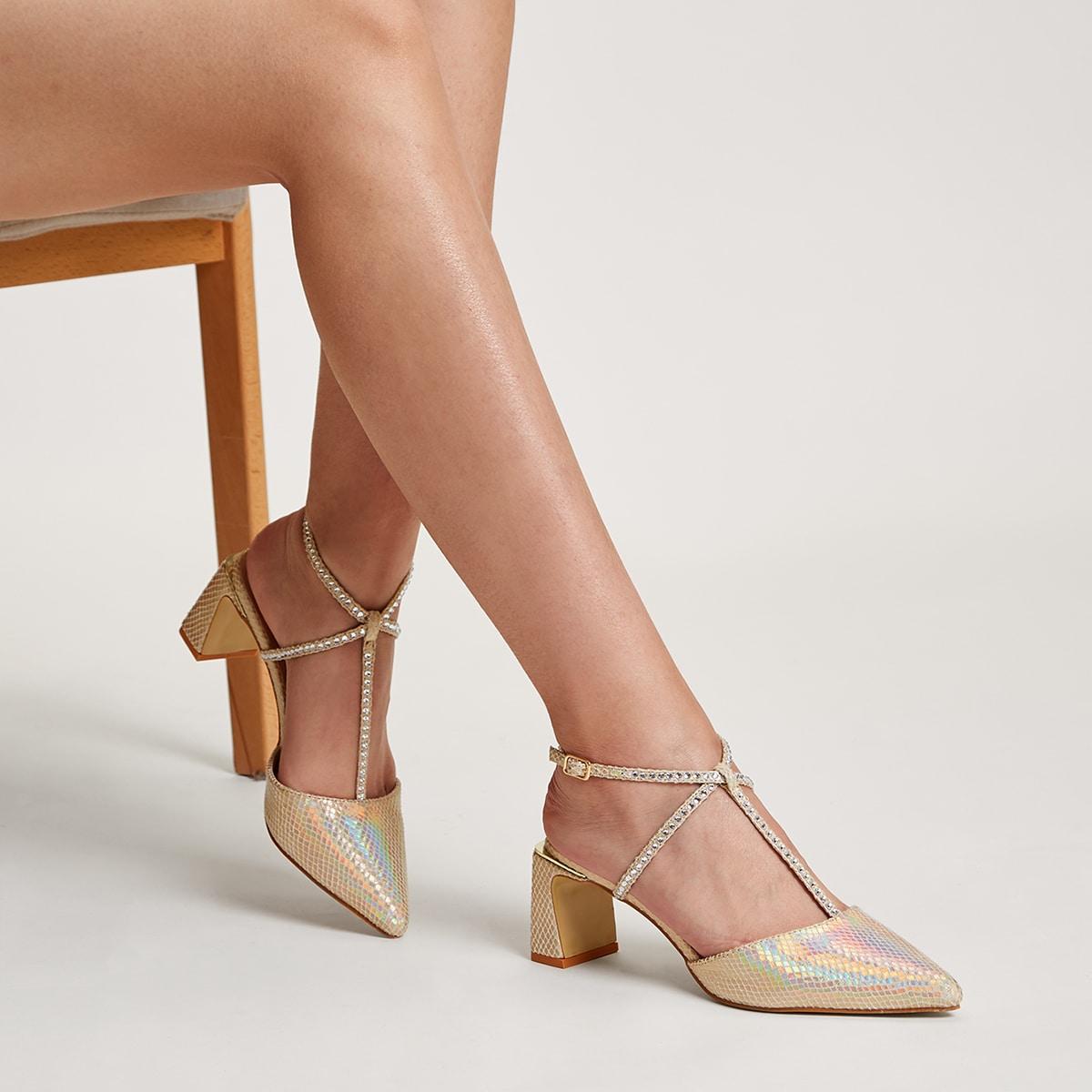 Остроконечные туфли на каблуке со стразами