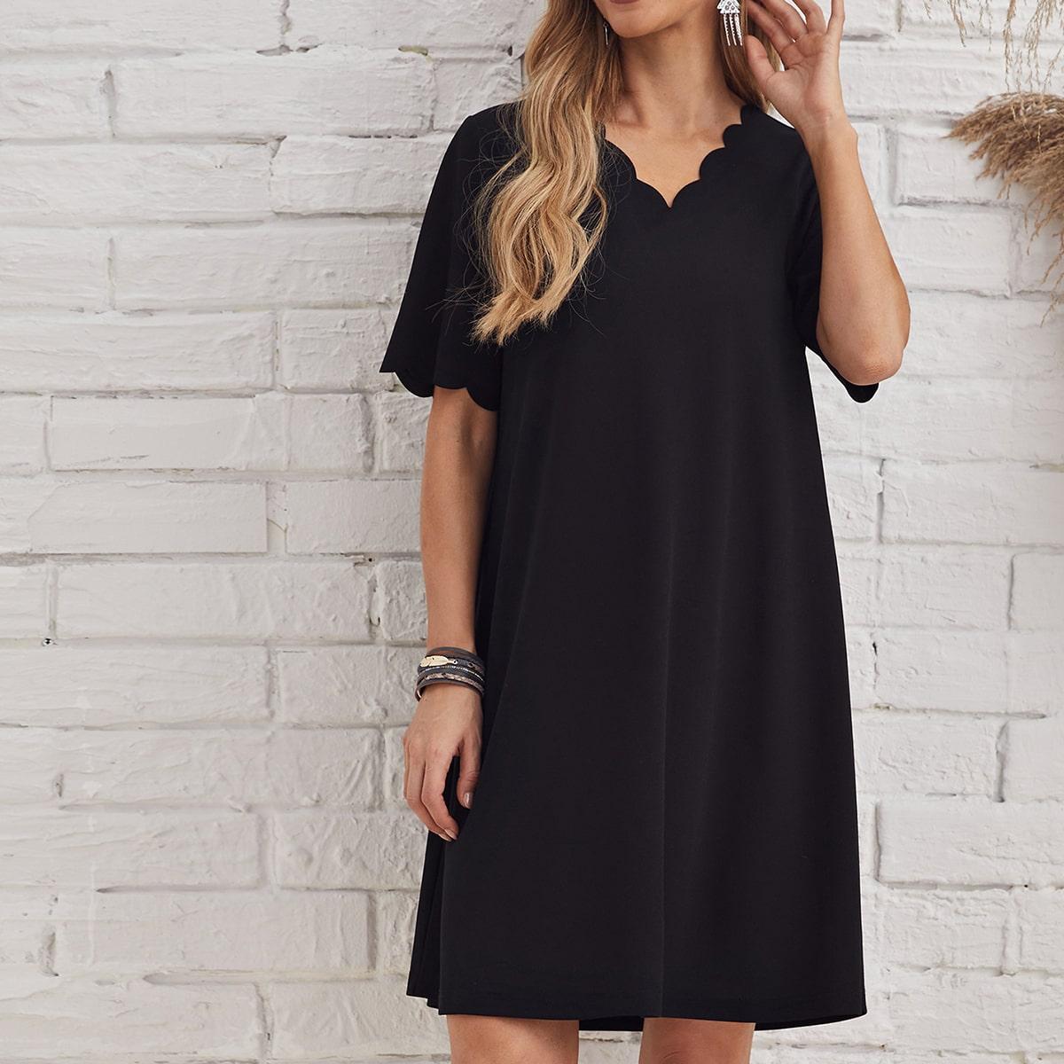 Однотонное платье с v-образным воротником по цене 770