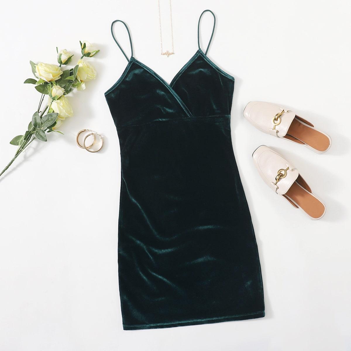 Бархатное облегающее платье