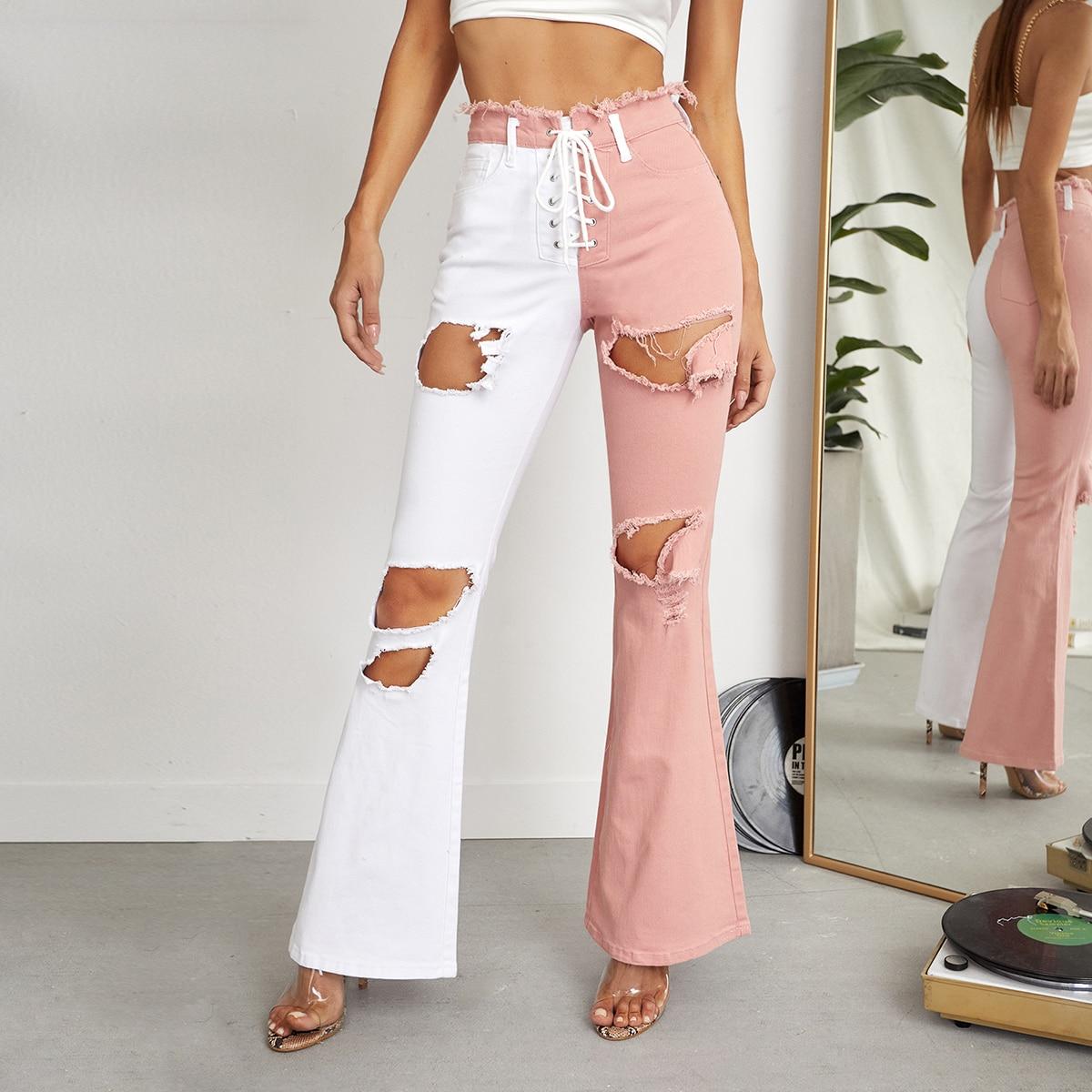 Двухцветные рваные джинсы-клеш со шнурком