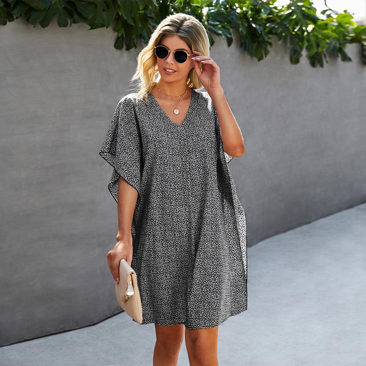 Платье с v-образным воротником и принтом