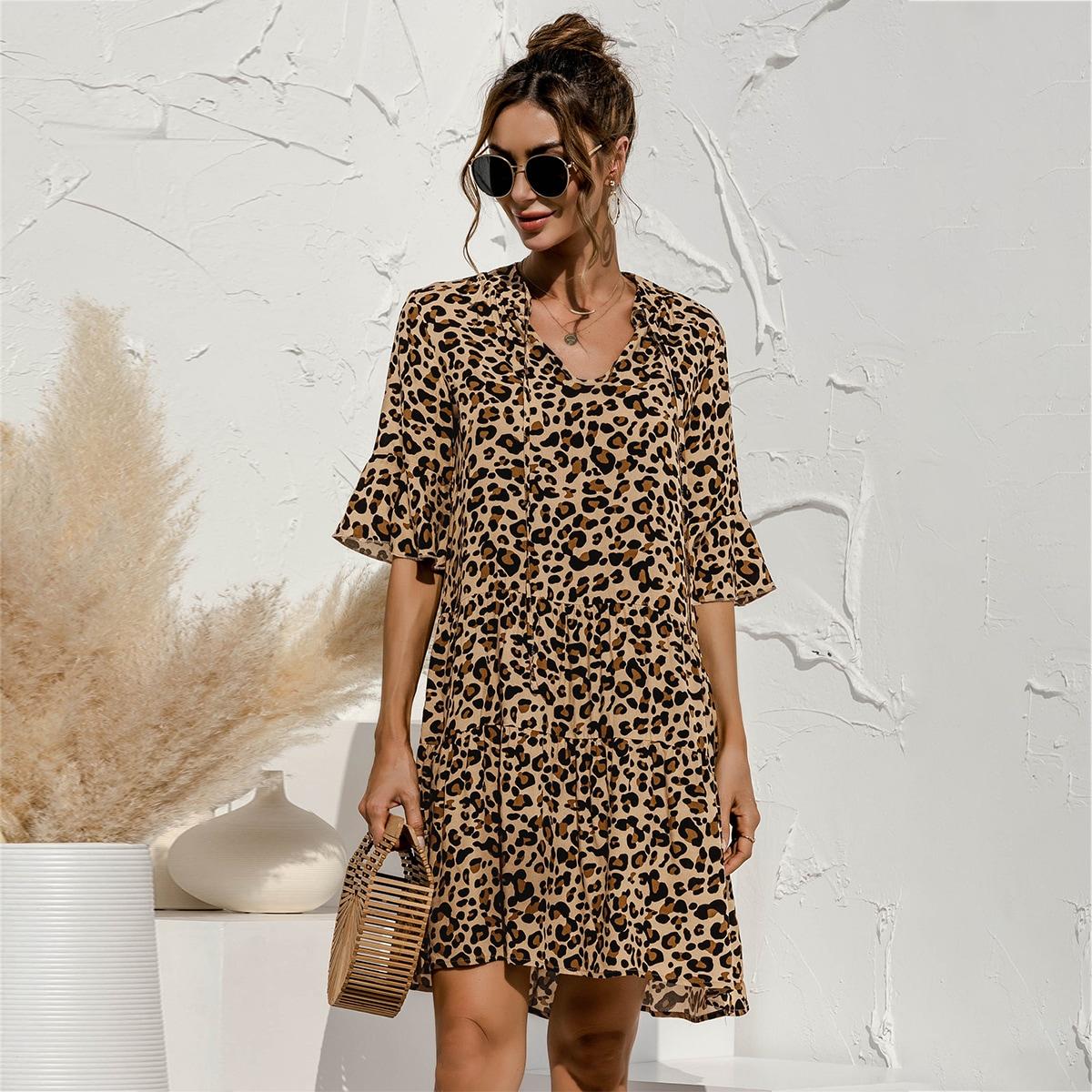 Платье с воротником-бантом и леопардовым принтом