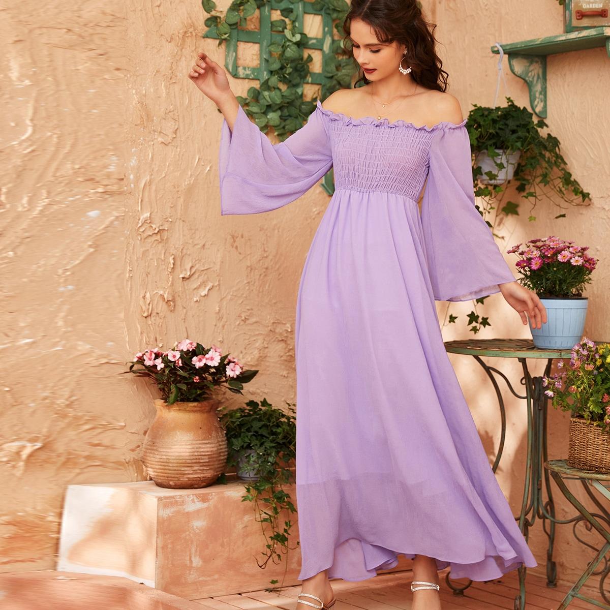 Платье с открытыми плечами и рукавом колокол