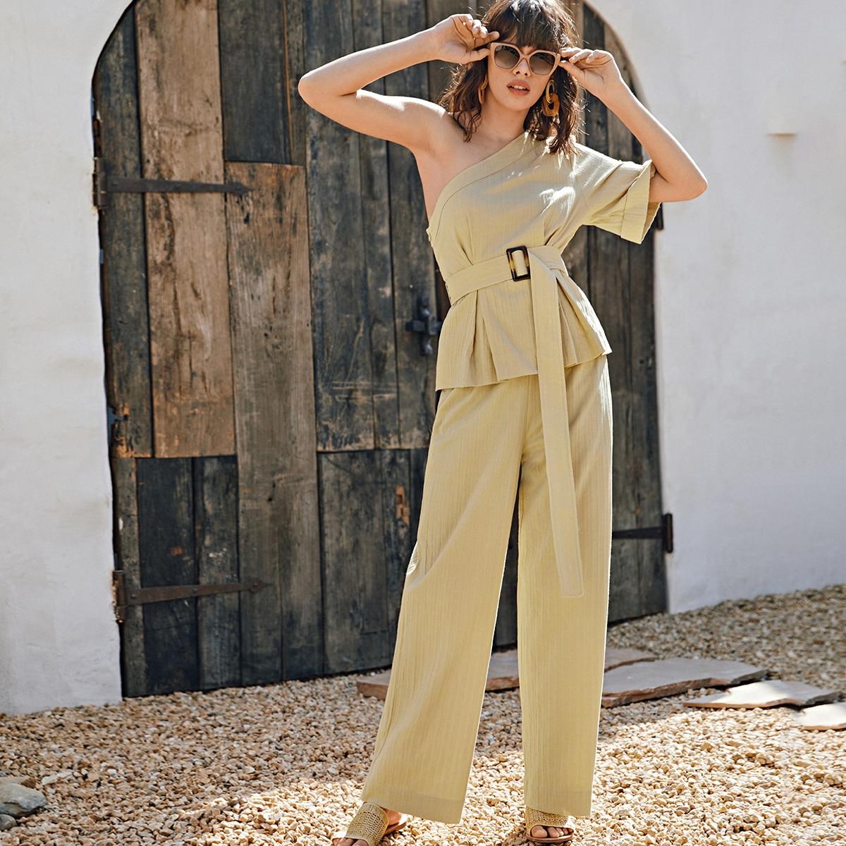 Широкие брюки и топ на одно плечо с поясом по цене 1 930