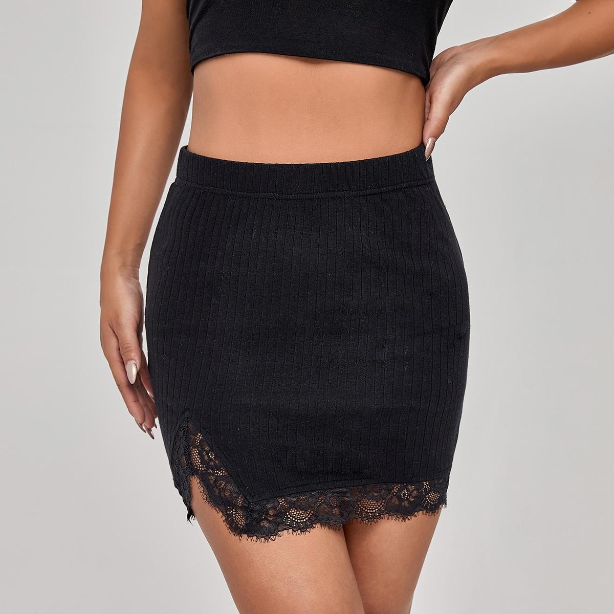 Однотонная юбка с кружевной отделкой
