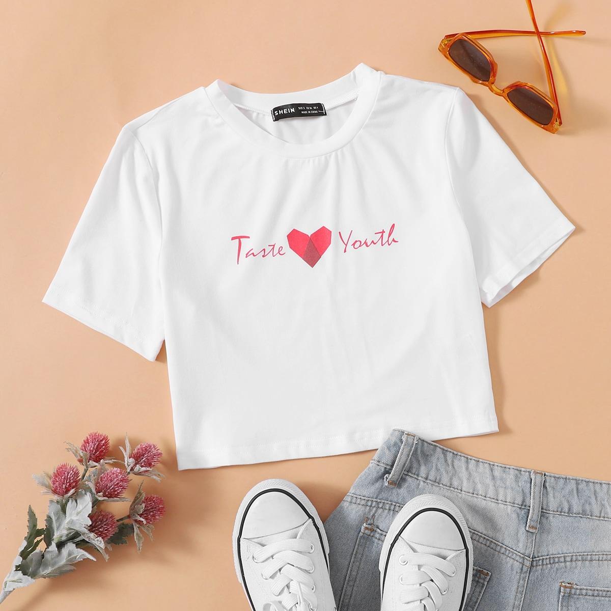Короткая футболка с текстовым принтом по цене 360
