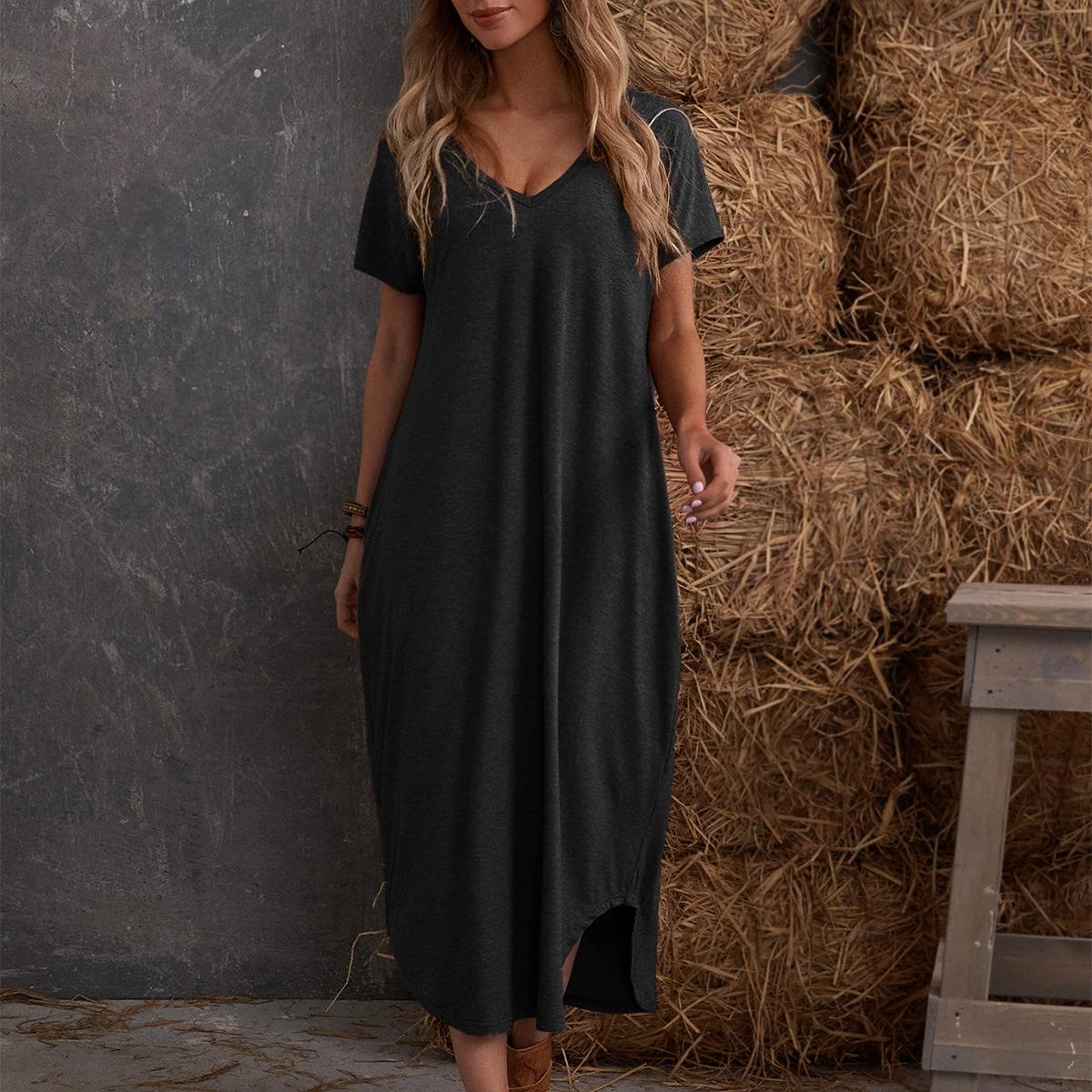 Однотонное платье с разрезом и v-образным воротником