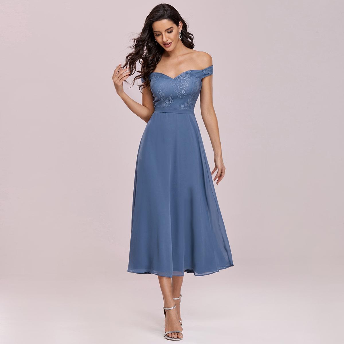 Шифоновое кружевное платье с открытыми плечами