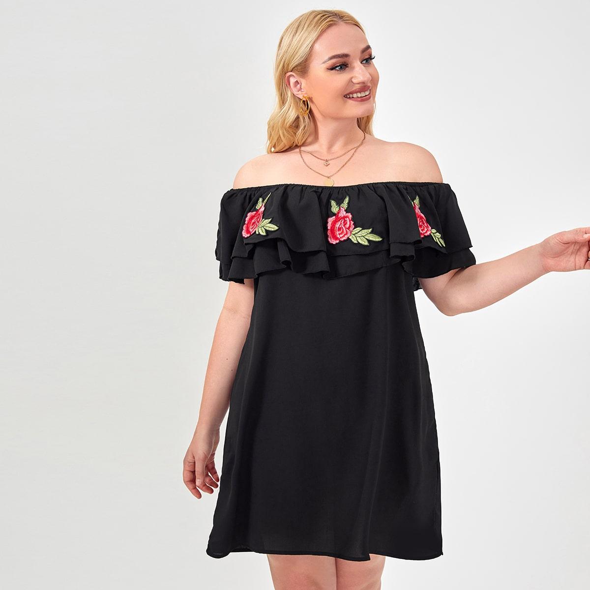 Платье размера плюс с открытыми плечами и цветком