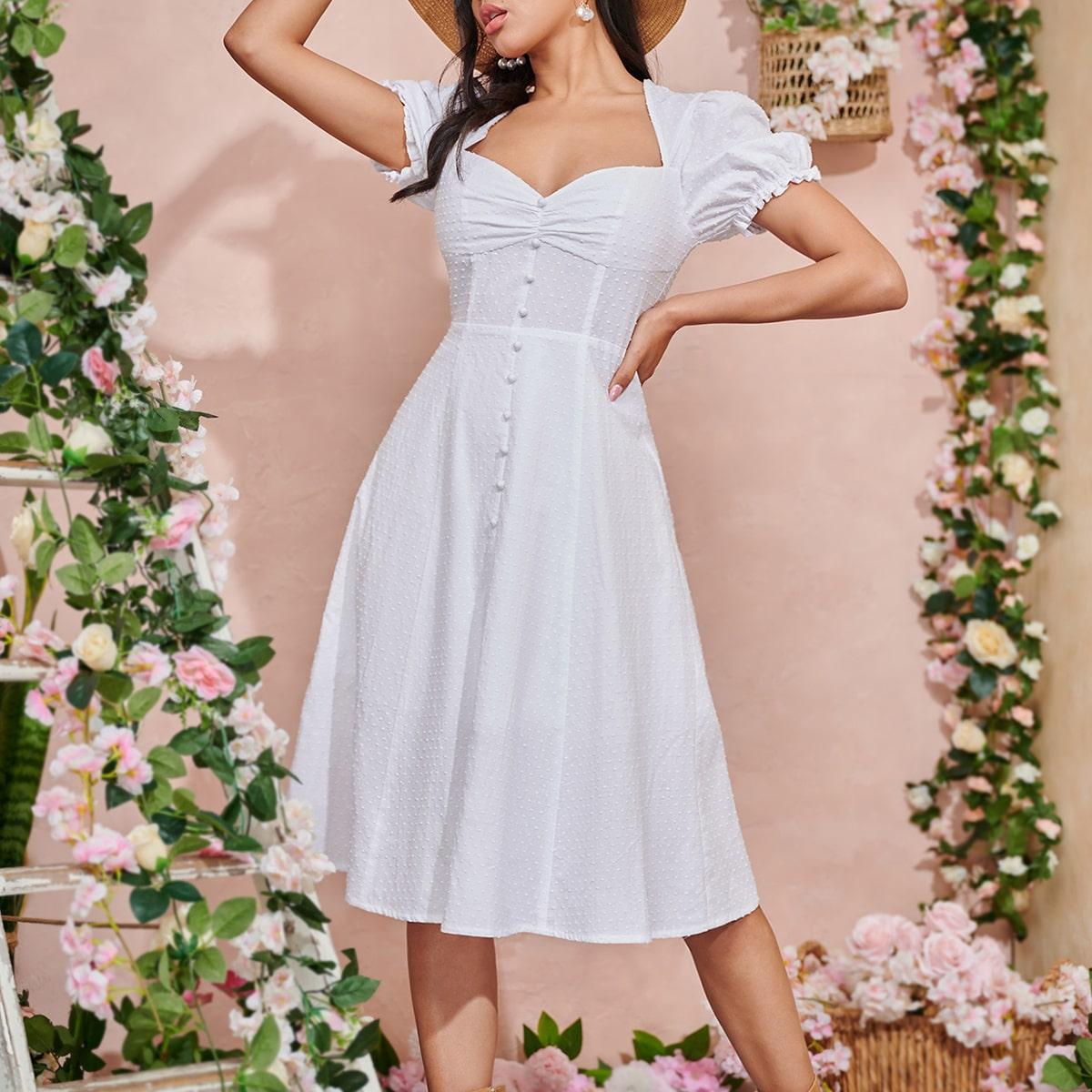 Платье со сборкой и пышным рукавом