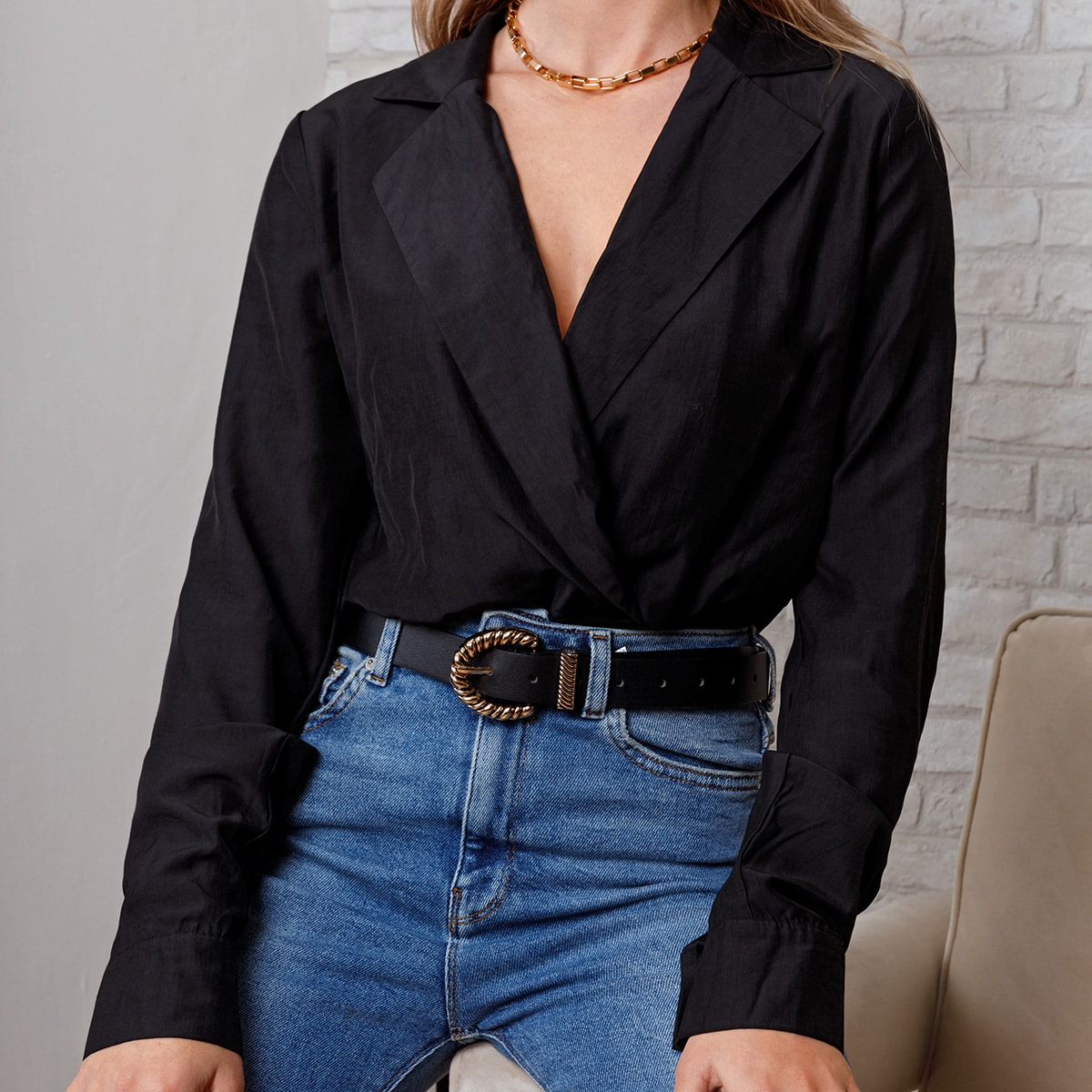 Боди-рубашка с лацканами и v-образным воротником
