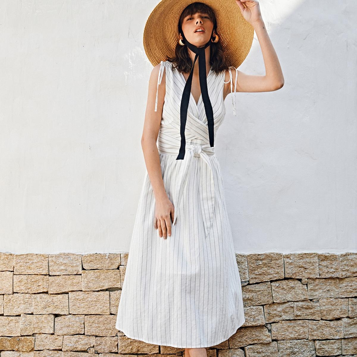 Платье в полоску с узлом и v-образным воротником по цене 1 392