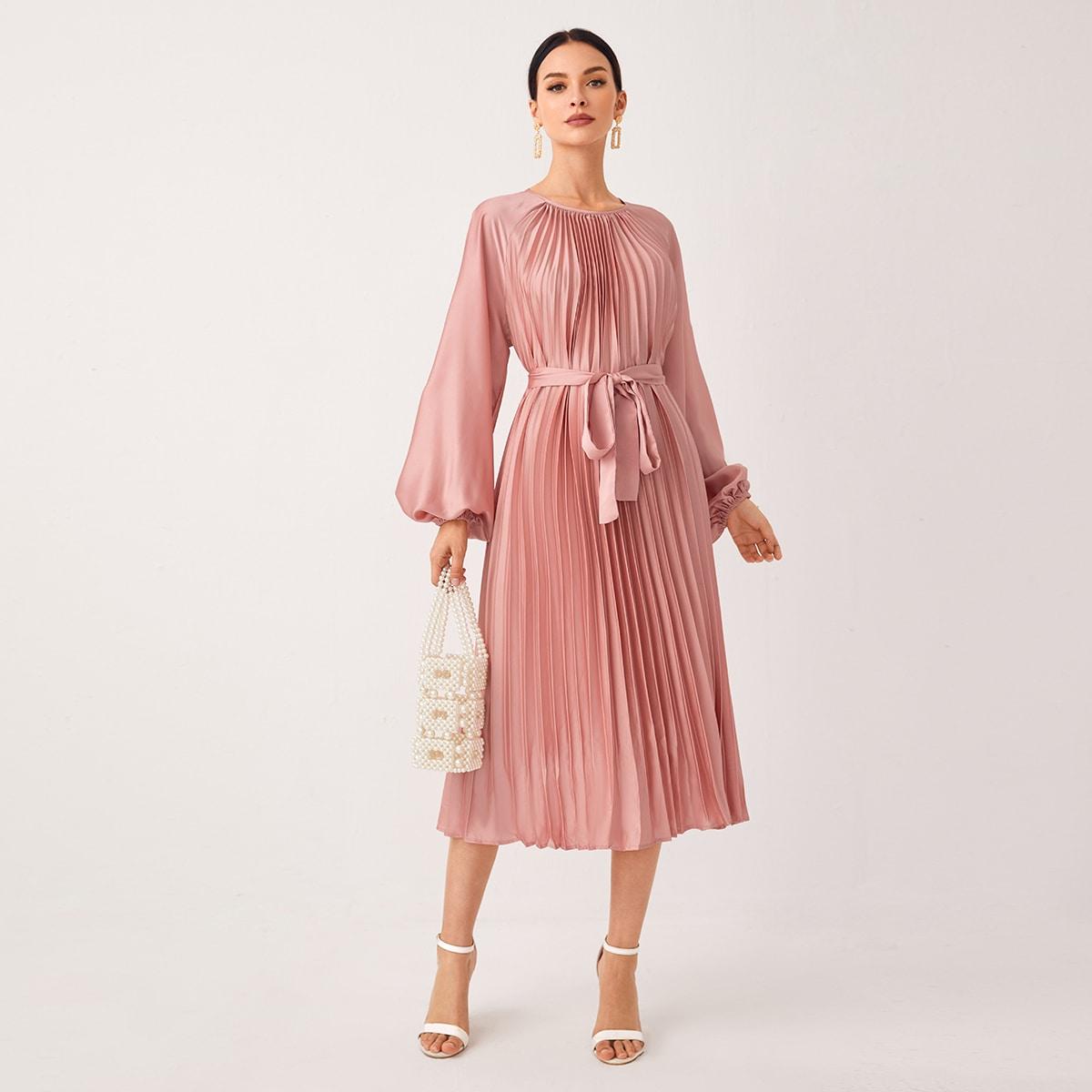 Атласное платье с рукавом фонариками и поясом