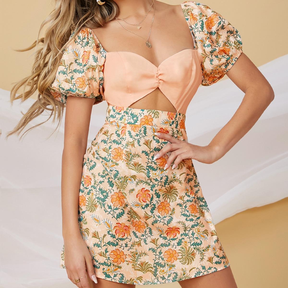 Платье с цветочным принтом, пышным рукавом и воротником-сердечком
